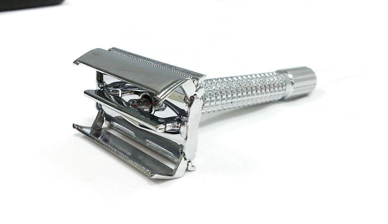 OLD SAFETY RAZOR HEAVY DUTY BUTTERFLY STYLE WITH BLADES